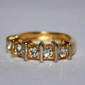 Vintage gold and CZ ring 7.5